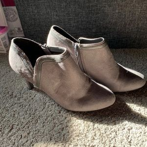women's gray ankle boots size 10